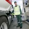 В Финляндии образовалась трехкилометровая очередь за бензином по 1 евро