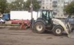 В Москве со строящейся эстакады упал трактор; водитель погиб