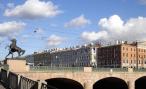 Автомобиль повредил ограду Аничкова моста в Петербурге