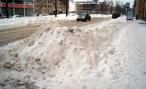 В Петербурге запретят парковку автомобилей на проезжей части во время уборки улиц от снега