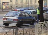 Дама на Nissan Juke протаранила полицейский автомобиль в Петербурге
