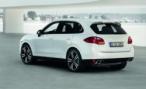 Дама на Porsche Cayenne припарковалась на встречке и пошла в магазин в Краснодаре