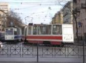 В Саратове «маршрутка» врезалась в трамвай; есть пострадавшие