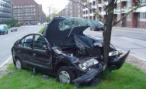 Водитель Mitsubishi Lancer Evolution погиб, врезавшись в столб, в Москве