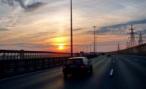 Пьяный белорус на спор лег на дороге и погиб под колесами автомобиля