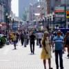 В Канаде оштрафовали пешехода за то, что шел по тротуару третьим в ряду