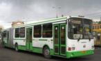 В Челябинске рейсовый автобус врезался в опору линии электропередачи