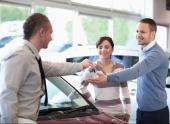 Покупатель авто все время просит продавца перезаключить с ним договор купли-продажи. Зачем это ему?
