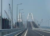 По Крымскому мосту пошли фуры