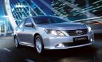 Седан Toyota Camry в версии «люкс» потерял в мощности, но не в цене