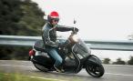 Водителей скутеров обязали получать права