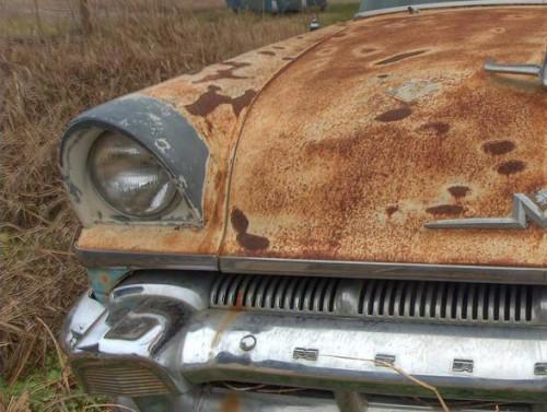 Старый ржавый автомобиль, автохлам