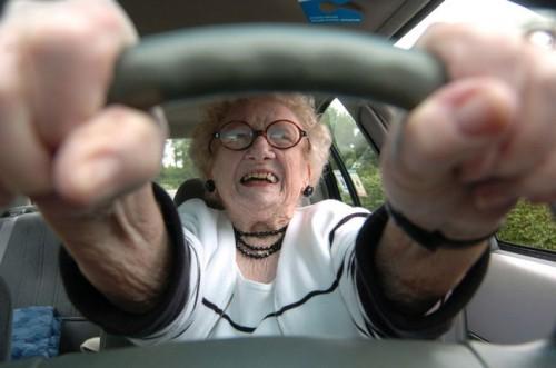 Женщина-водитель