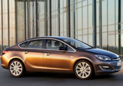 2013 Opel Astra седан