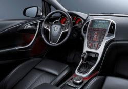 2013 Opel Astra седан