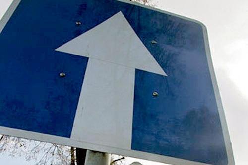 дорожный знак «Одностороннее движение»