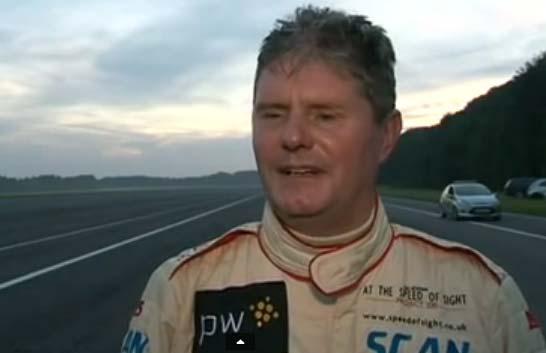 Майк Ньюман, обладатель рекорда скорости для слепых водителей