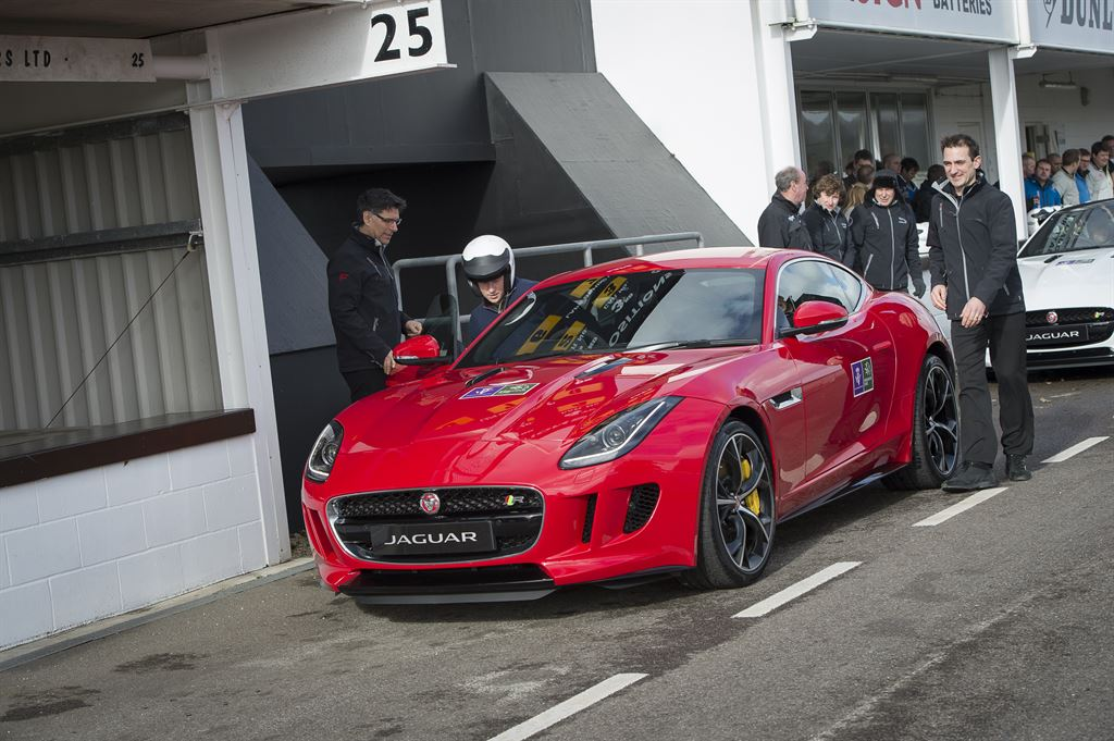 2014 Jaguar F-Type Coupe на Goodwood Motor Circuit в Гудвуде