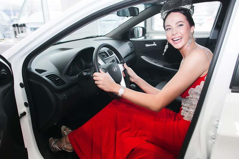 «Мисс Россия 2014» Юлия Алипова, Hyundai Solaris