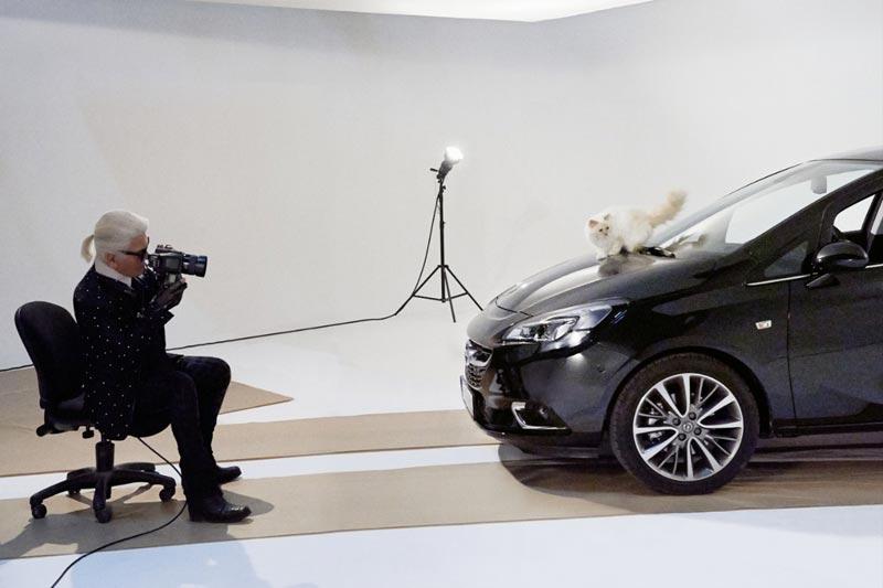 Карл Лагерфельд снимает кошку Шупетт для календаря Opel Corsa