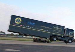 EMC и Lotus F1 устанавливают рекорд Гиннесса по длине прыжка на фуре