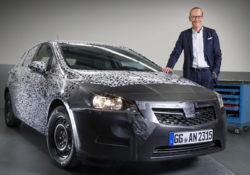 2016 Opel Astra и Карл-Томас Нойманн