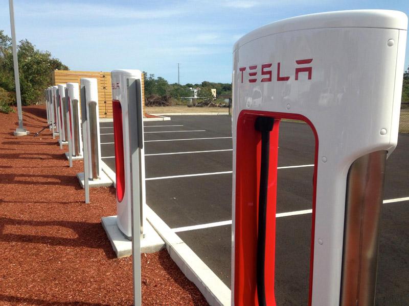 Электрозаправка Tesla