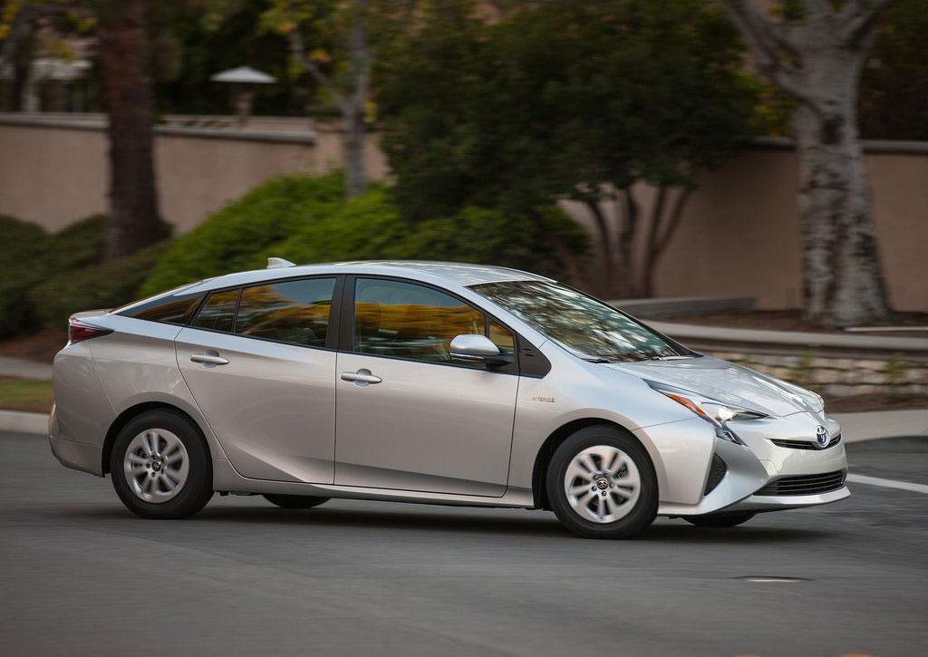 Тойота возвратит на рынок России гибридную модель Prius