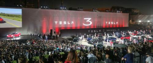 Презентация Tesla Model 3 во Фримонте, Калифорния