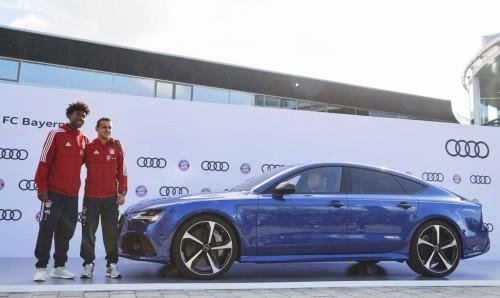 Давид Алаба и Рафинья на заводе Audi в Ингольштадте