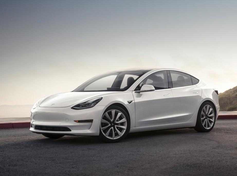 Автоконцерн Tesla воплотил сто тыс. электрокаров за2017 год