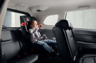 2020 Mitsubishi Outlander (7 мест), ребенок в салоне