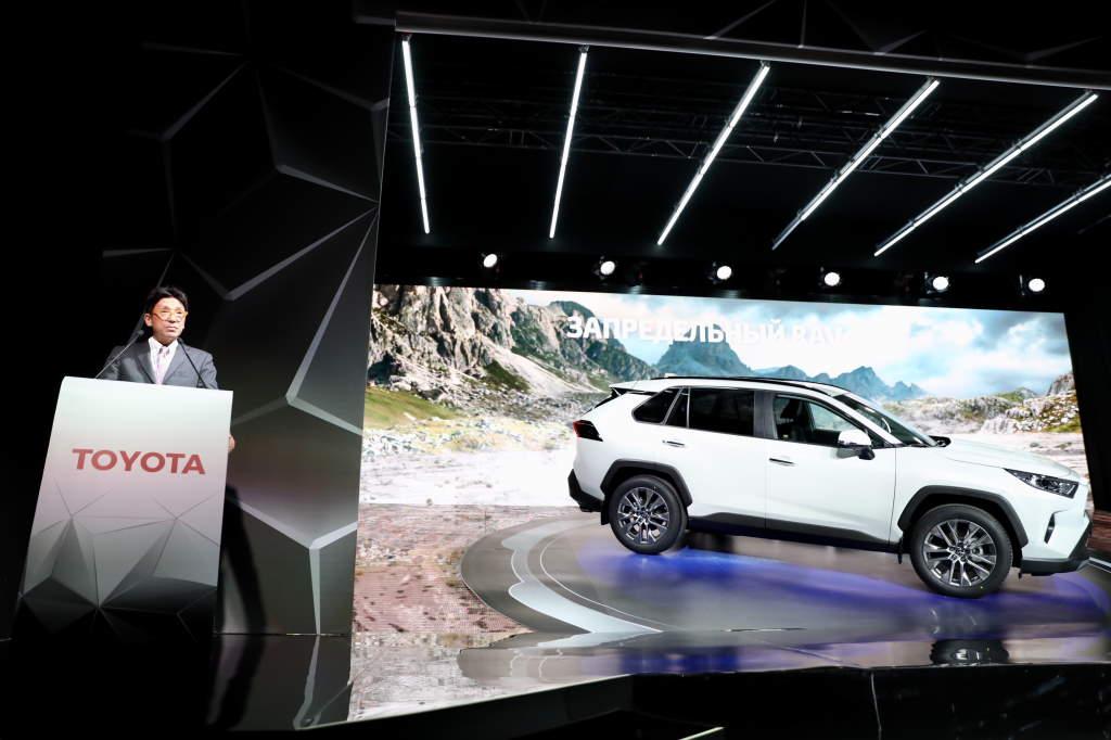 Торжественная церемония, посвященная началу производства Toyota RAV4 нового поколения на заводе в Санкт-Петербурге