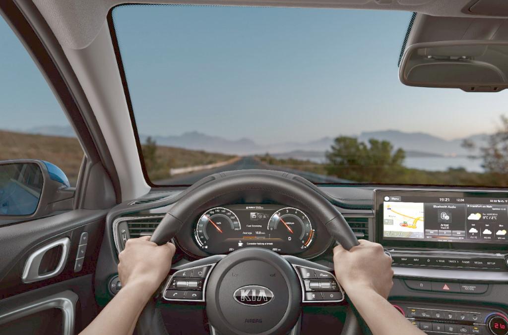 2020 KIa Ceed (водитель, руль, дорога)