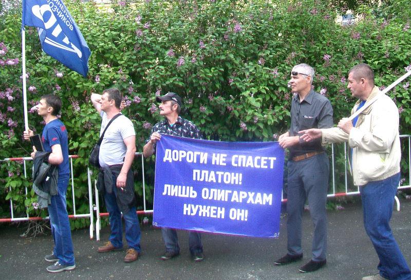 "Автоперевозчики протестуют против системы ""Платон"""