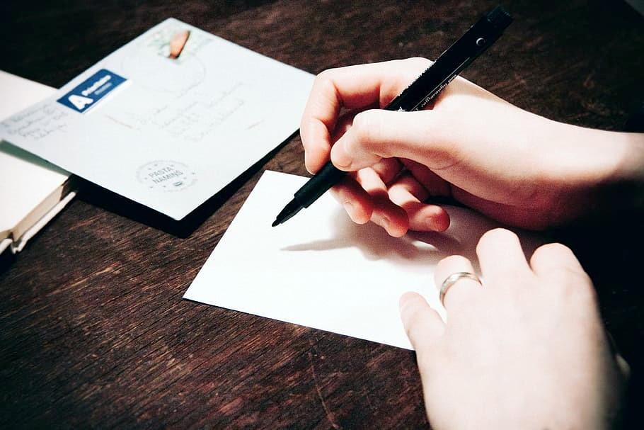 Пишу ручкой письмо, заявление