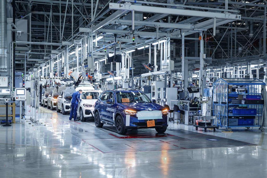 Производство нового BMW iX3 на заводе BBA Dadong в Китае