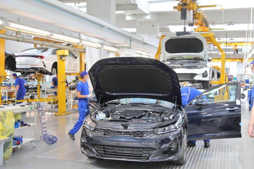 """Производство бизнес-седана Kia K5 на заводе """"Автотор"""" в Калининграде"""