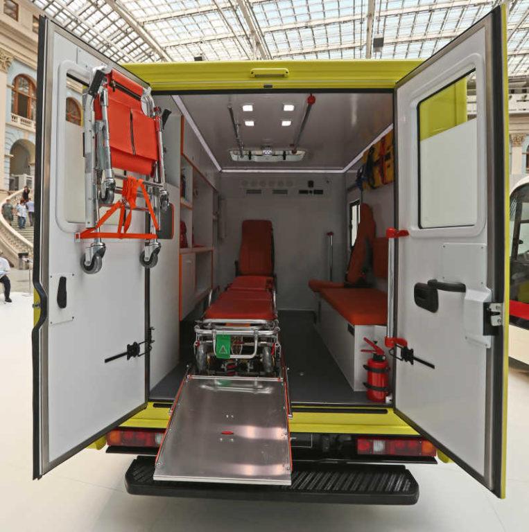 Салон модульного автомобиля скорой помощи