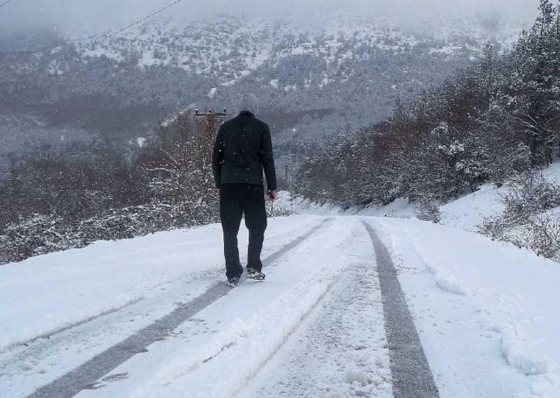 Зимняя дорога и пешеход
