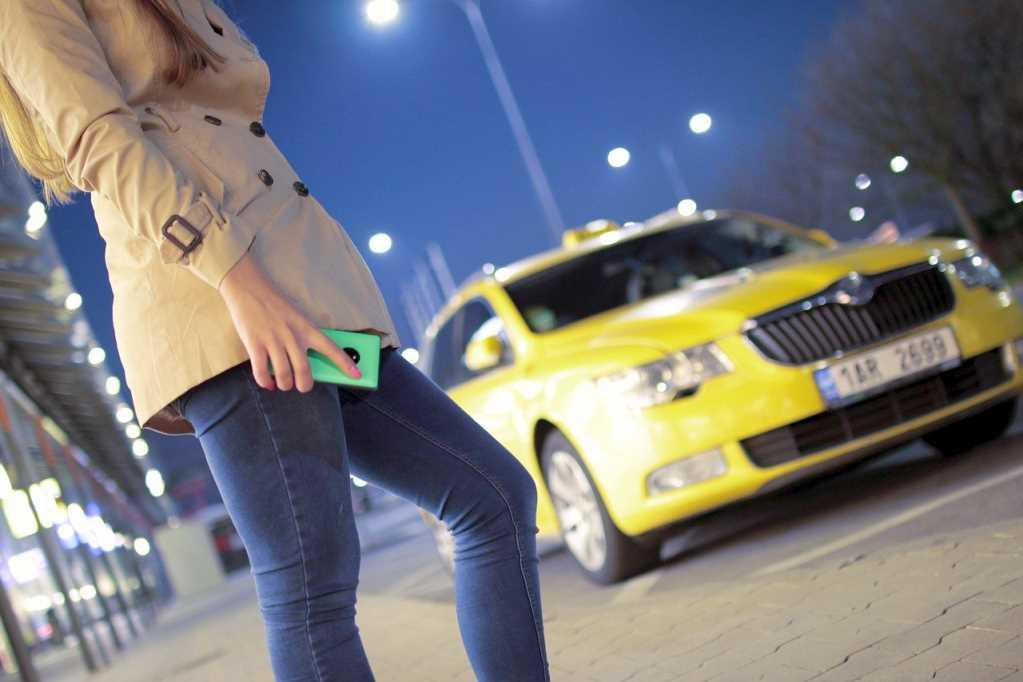 Женщина и такси