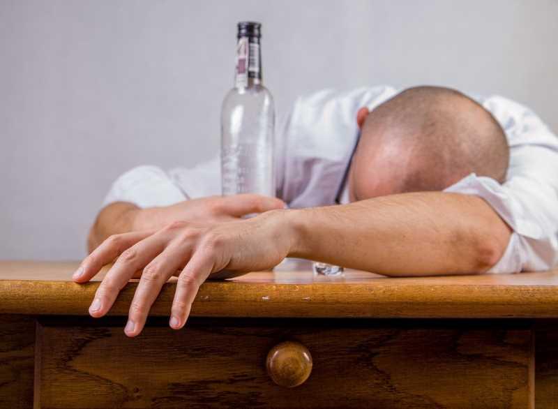 Пьяный человек (алкоголь)
