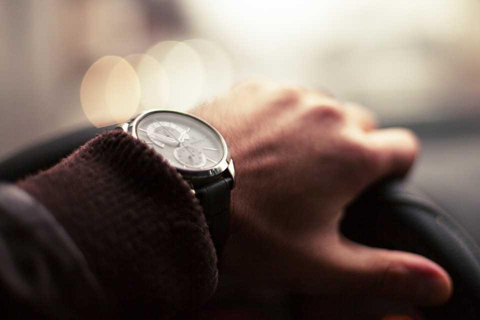Водитель, часы