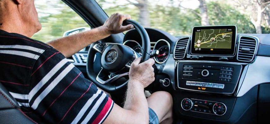 Автомобиль (Mercedes-Benz), водитель
