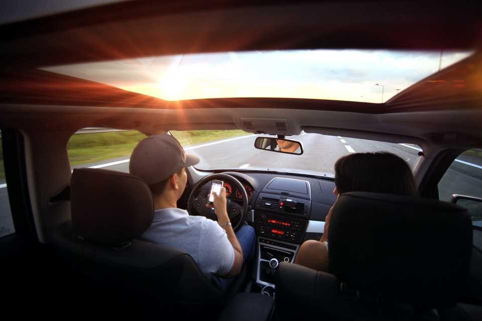 Автомобиль, дорога, водитель, телефон
