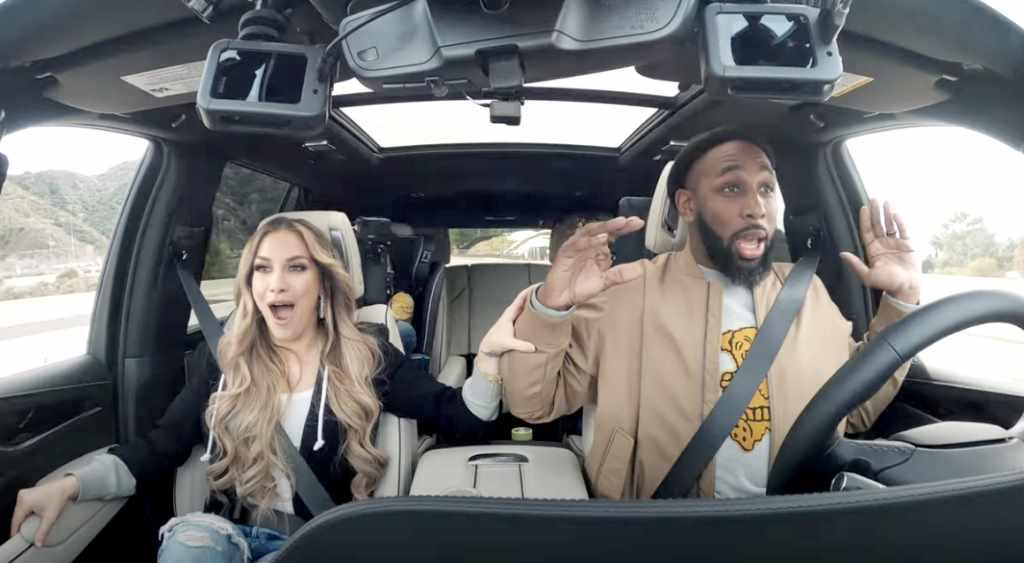 Водитель испытывает радость, трепет и шок, включив автопилот на Cadillac Escalade