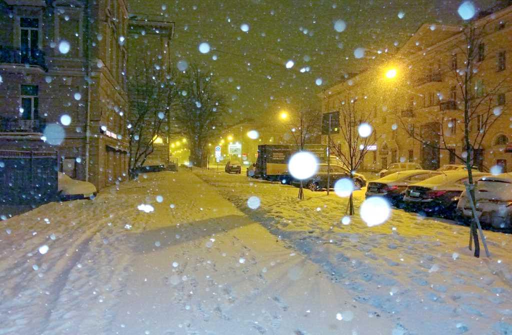 Снег, метель, зимняя дорога