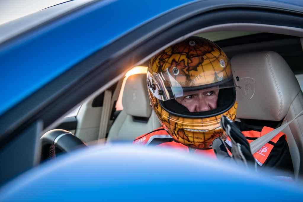 Фестиваль «Дни скорости на льду Байкала 2021». Установка рекорда скорости на Lamborghini Urus. Андрей Леонтьев