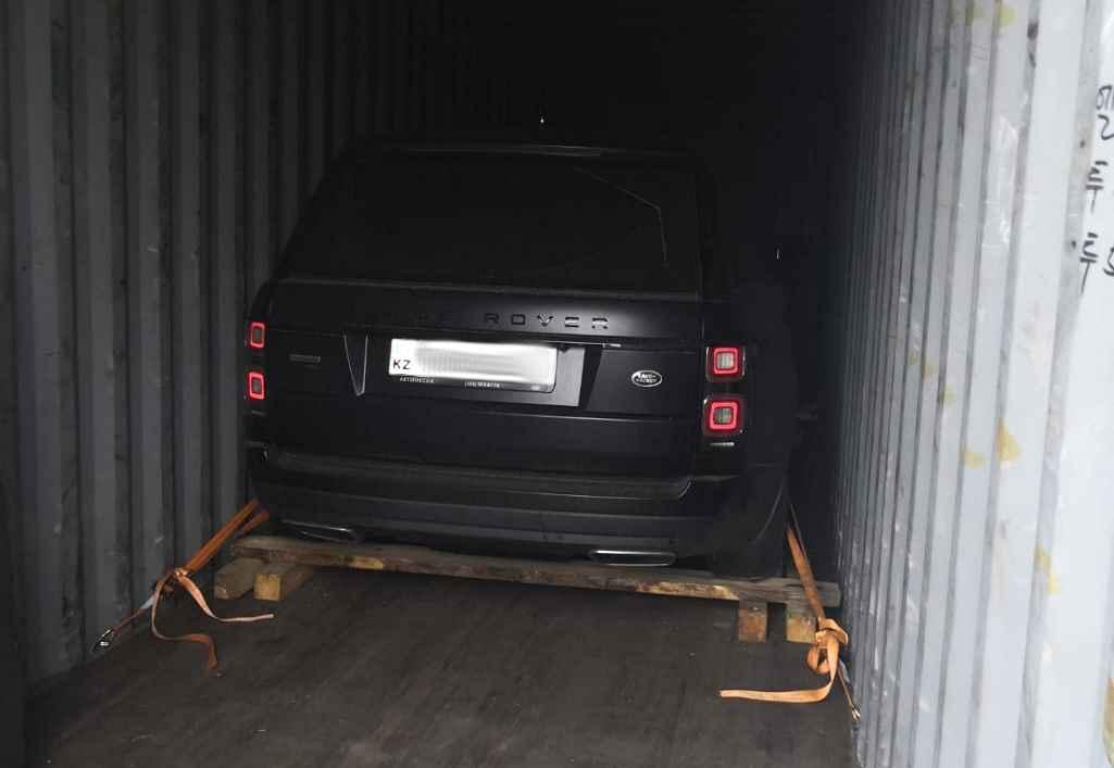 Угнанный в Москве Range Rover с казахскими номерами