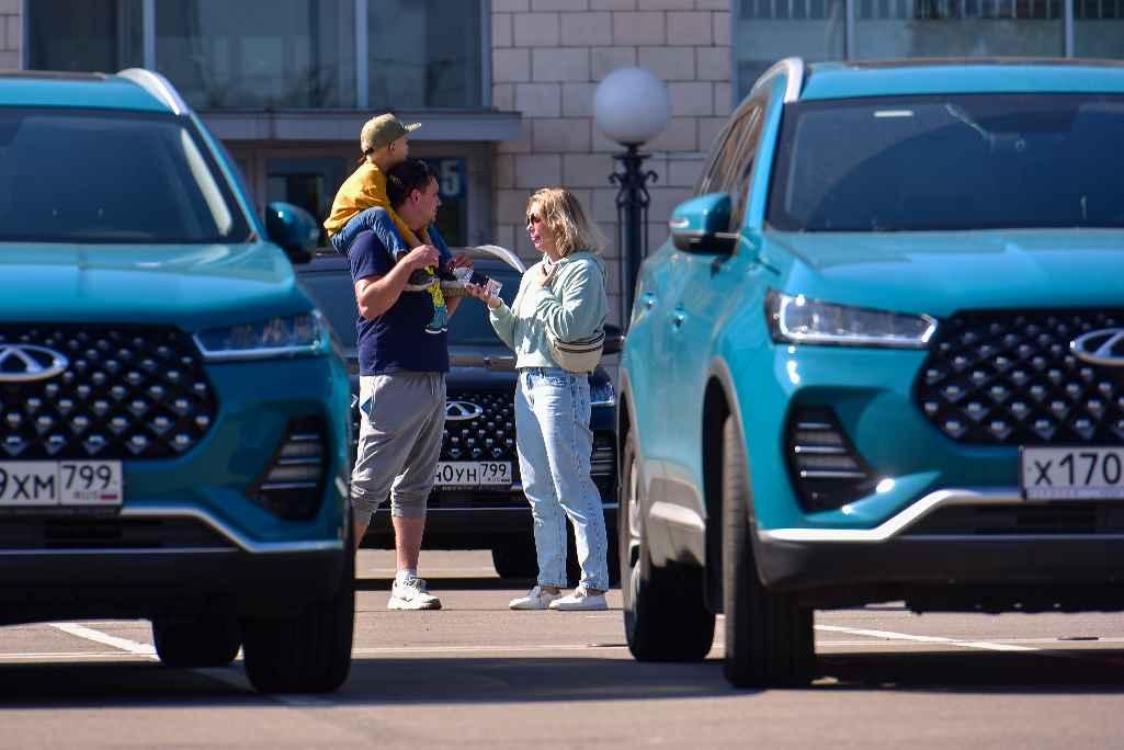 Семья, автомобили Chery
